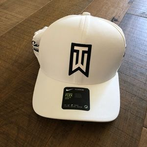 Tiger Woods Swoosh Flex Hat White S/M